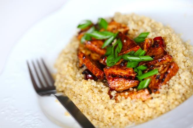 Absolutno okusen tofu s kvinojo