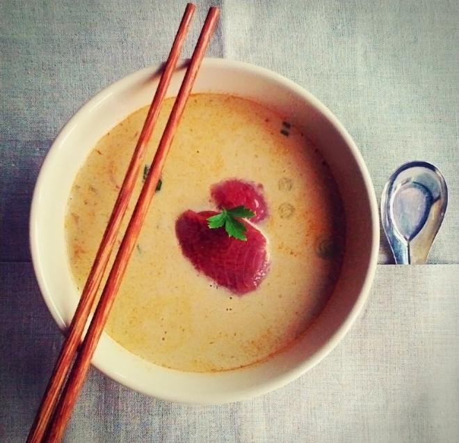Tom Yam juha s svežo tuno