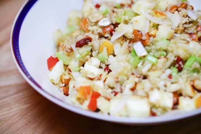 Solata iz jabolk in kvinoje