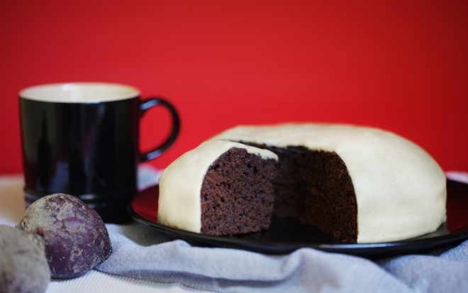 Pesin kolač v marcipan odet