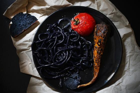 udon_noodles_black_halloween_food_styling