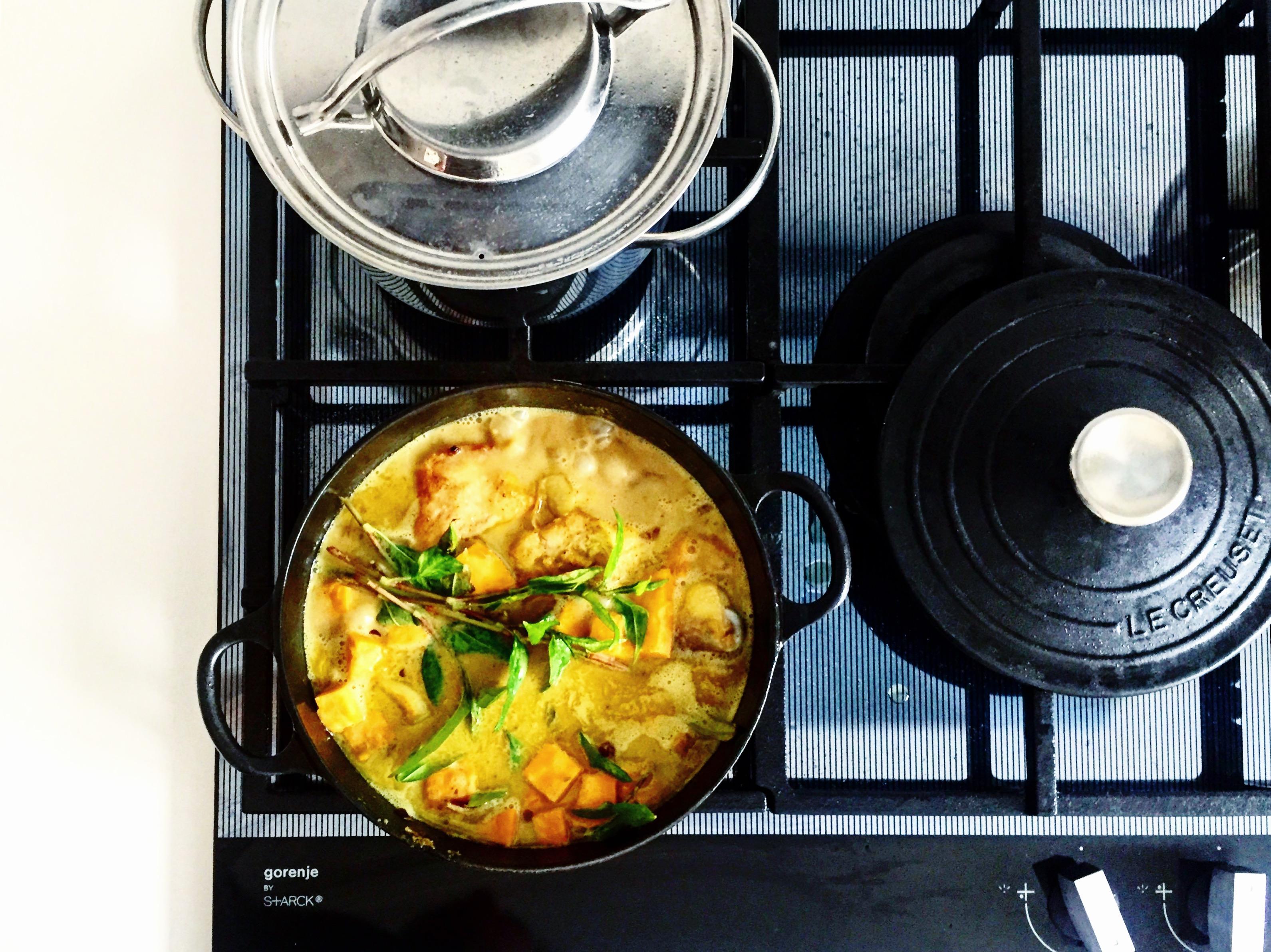Piščančji curry v kokosu in bučah